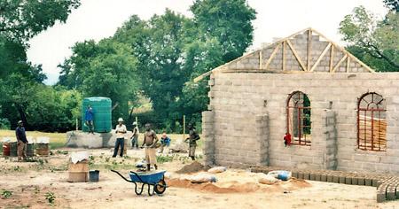 Bau einer Mehrzweckhalle und Tagesstätte, Mpumalanga Provinz, Südafrika