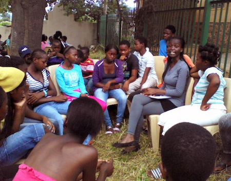Jugendliche in einer Diskussionsrunde