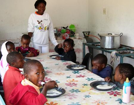 Preschool children have their meal