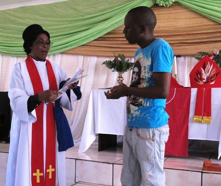 Persönliche Zeugnisse während des Gottesdienstes