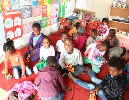 Unterricht und Spiele wechseln bei den Vorschulkinder ab